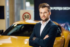 Read more about the article Empatia, jakość i internet w marketingu dealerskim – Mateusz Kowalczyk Toyota Nowakowski