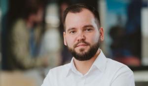 Read more about the article Nowoczesne podejście do kontaktu z Klientem – Błażej Jarząb Grupa LELLEK